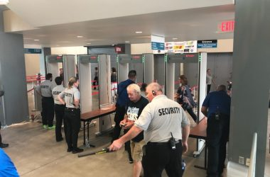 Metal Defender Provides Metal Detectors for Kelly Clarkson and Sugarland.